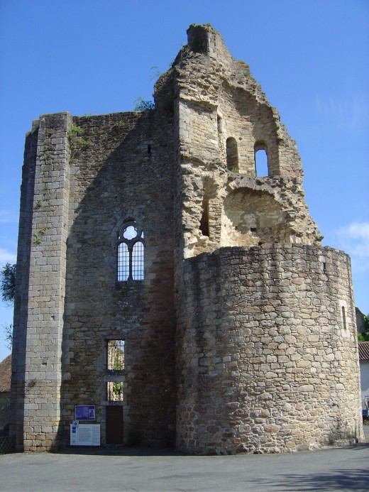 King Richard died at Chalus in Limousin. The ruins of the castle at Chalus. There is another castle that is in tact that you can visit in the summer
