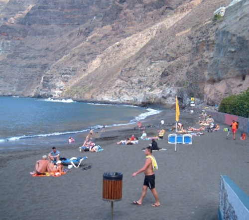 Los Gigantes beach. Photo by Steve Andrews