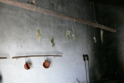Herb drying rack - Kitchen - Stick for drying herbs above the stove.