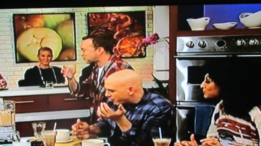 Michael Symon, agrees with the deliciousness of a dish prepared by Daphne.