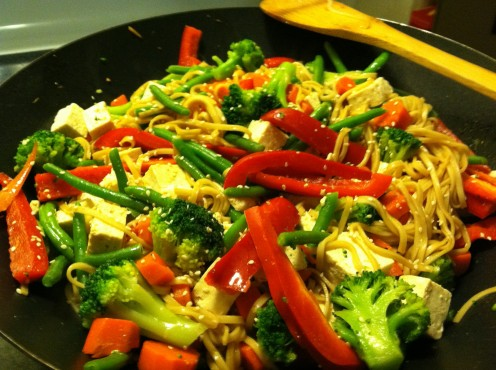 Vegetarian stir fry with lo mein noodles