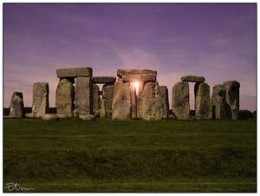 This photograph of the circle of stones at the summer stolstice is courtesy of ipnagogicosentire.wordpress.com.