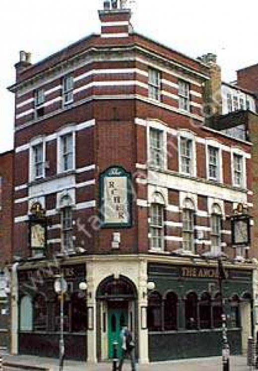 A Jack the Ripper victim was seen just before her death one block from this pub on Osborn Street. Mary Ann Nicholls. This is where we had a drink before our curry. Yikes!