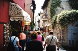 Shops & restaurants on Sirmione
