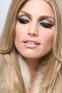 Soft and feminine classic make-up