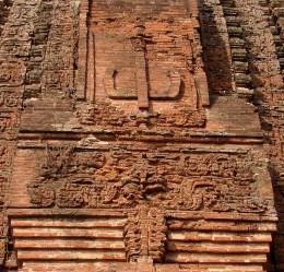 Cut-brick terracotta motifs