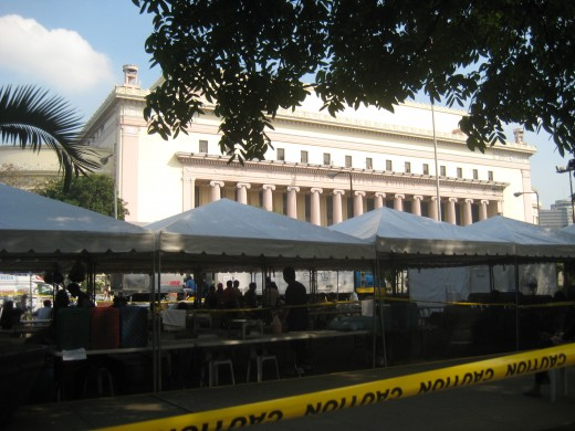 The trailer of catering in front of the post office building @ Intramuros, Manila, Philippines (all photos by Travel Man)
