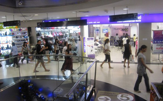Each floor has shops with focus on similar items. Fifth floor of Platinum Fashion Mall shows handbags and women's shoes on sale.