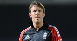 Graeme Swann did well with the ball, but did  poorly with the bat in the first T20 match against Pakistan at Dubai