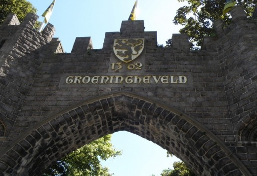 Decorative entry gate to Groeningerveld