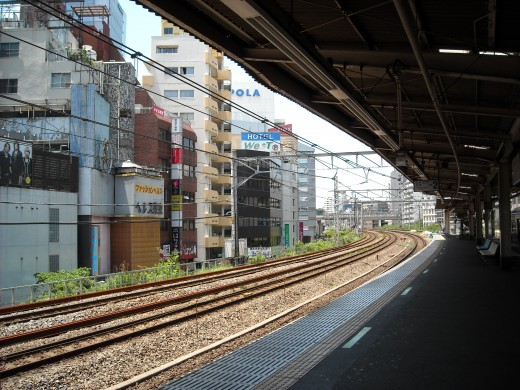 Compact view from Meguro platform.