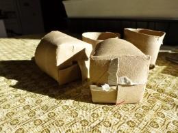 Fold the 4 flaps to make a bottom.