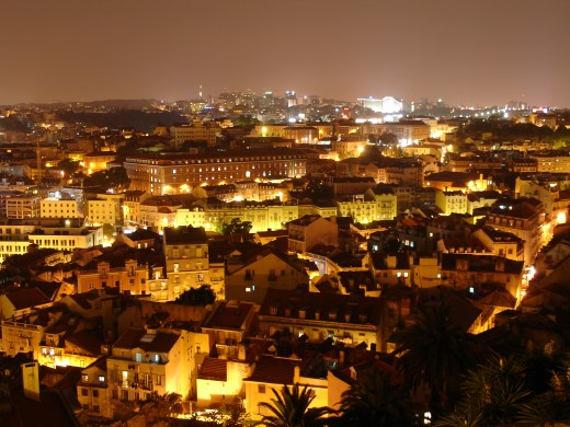 Lisbon at night by nunofduart @ www.sxc.hu