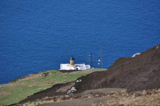 mull of kintyre lighthouse, looking down from the car park