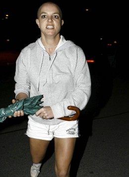Britney Spears goes bald 2007!
