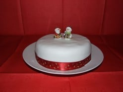 How to Make and Decorate a Christmas Cake