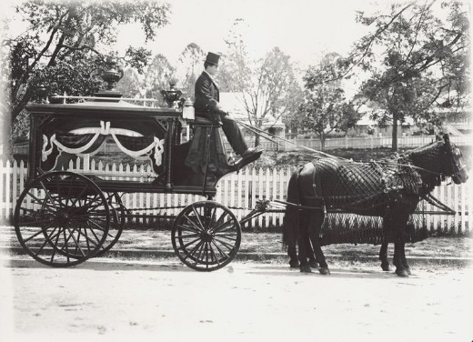 Funeral Hearse-Wikipdia.jpg