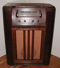 Early broadcast radio receiver--wireless Truetone model from about 1940