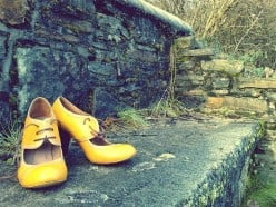 HOT LACED YELLOW SHOES - A Country Song