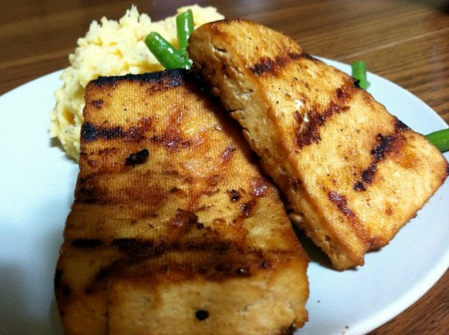 Grilled Tofu served with mashed potatoes and green beans