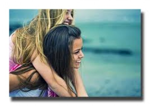 THESE TWO BEAUTIES, ONE BLOND, THE OTHER, BRUNETTE, ARE GOOD FRIENDS AS THIS PHOTO SHOWS. WHY CANNOT MEN BE AS CLOSE AS GIRLS?
