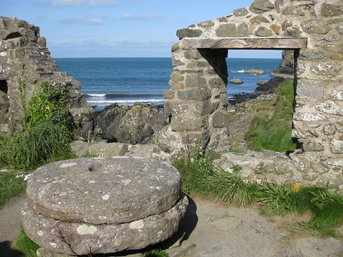 The ruins of Trefin Mill, Aber Draw Melin Trefin/Trefin Mill was in use by the villagers of Trefin for around 500 years. Wheat was milled into flour for bread and barley was ground into winter feed for cattle and pigs. By 1900 cheap grain from overse