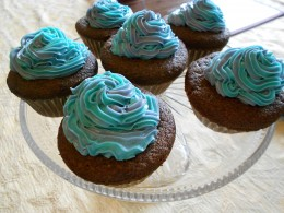 Make two colours of icing and combine them in the pump for a pretty effect.