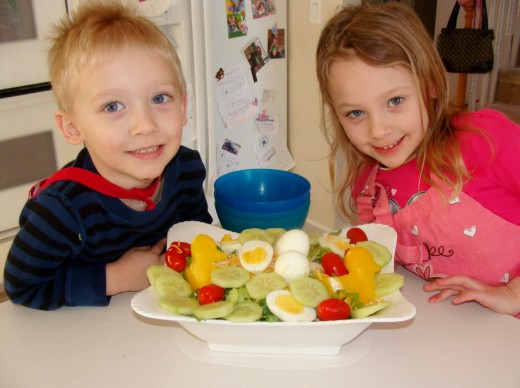 A healthy and delicious Easter Chick Nest salad!