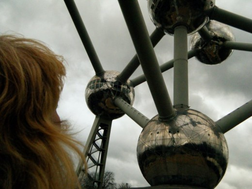 The Atomium has several elevators, including the then-fastest elevator in the world (1958).  A gift shop is located in a lower section, and a restaurant is located towards the top with an excellent view of the city.