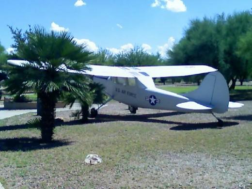 O2 Skymaster observation plane