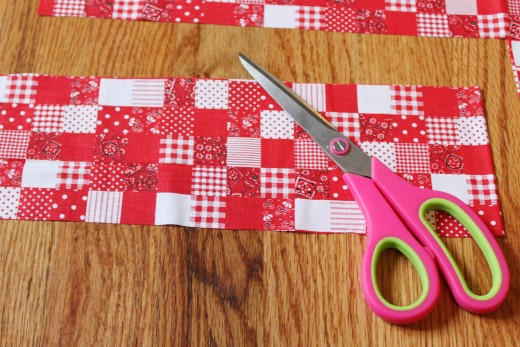 Cut another smaller recktangle for the middle of the bow