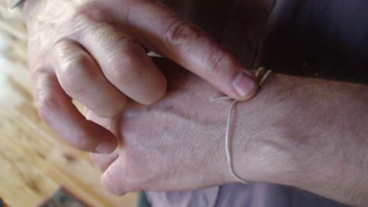 Step 1  Measuring bracelet length.