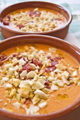 Salmorejo con jamón y huevo Image: © neftali - Fotolia.com