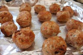 Chicken meatballs on a paper towel.
