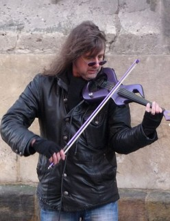Ed Alleyne-Johnson: famous electric violin busker.