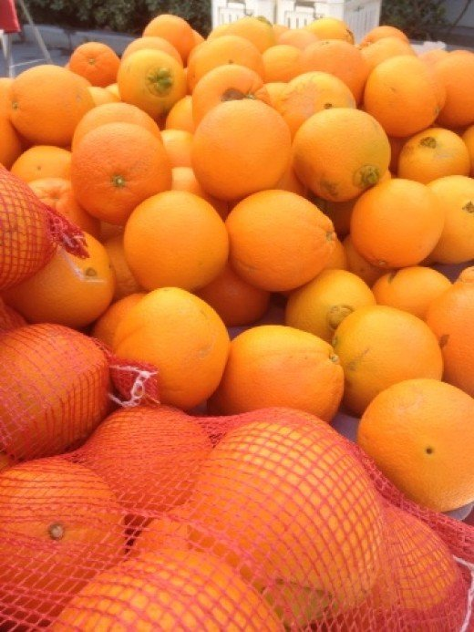 These oranges may not be shiny and glistening in their perfectly round shapes, but they are FREE OF SYNTHETIC PRESERVATIVES!