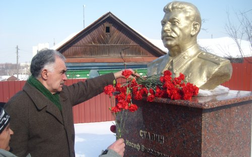 Communists in Penza laid red carnations at Stalin memorial.