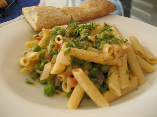 Pasta with goat cheese, peas and mint and a homemade baguette.
