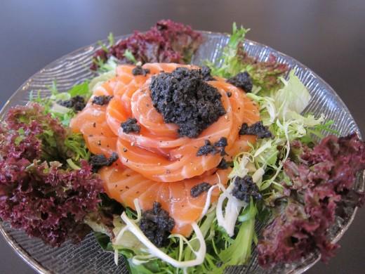 Salmone, con Insalata, con Tartufi(Salmon salad with juicy black Italian Truffles)