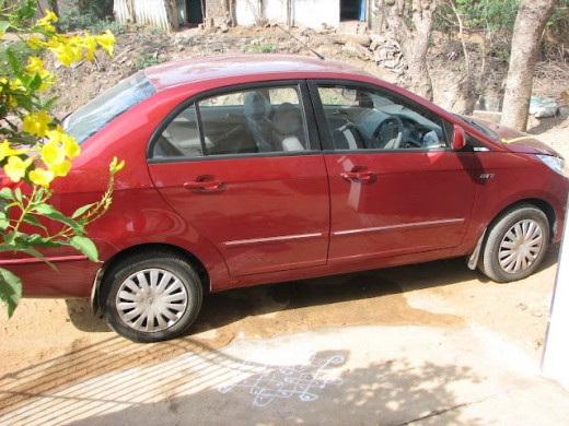 Tata Manza - red in color - picture taken in Indirapuram but the side view looks fine, the major dabba look comes from the front and rear and I hate that design. After all it does not look like a design. Tata its time to think over.