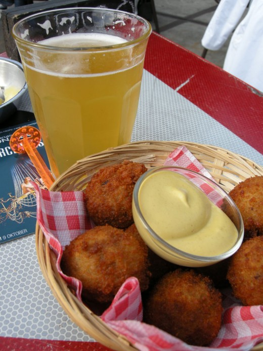 Beer and bitteballen at the Pacific Parc restaurant