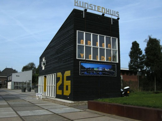 Kunstenhuis offers a studio, exhibition and living space for international artists.