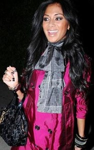 Nicole Scherzinger looks beautiful in this pashmina scarf!