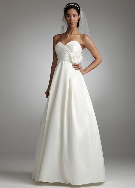Lose fitting empire dress with sweetheart neckline