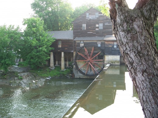 Mechanical power of water using a water wheel