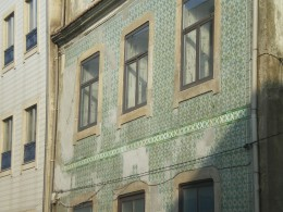 Detail of the tiles applied on the walls of the houses