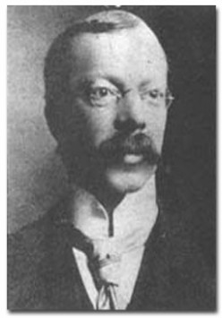 Dr Crippen who poisoned his wife, caught by telegraph!
