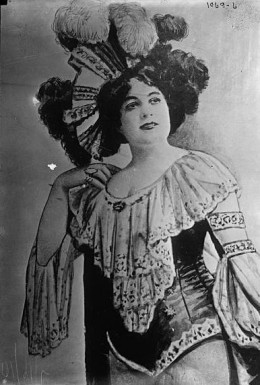 Belle Elmore , Crippen;s wife in a theatrical pose