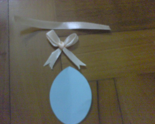prepare ribbons and oval blue paper