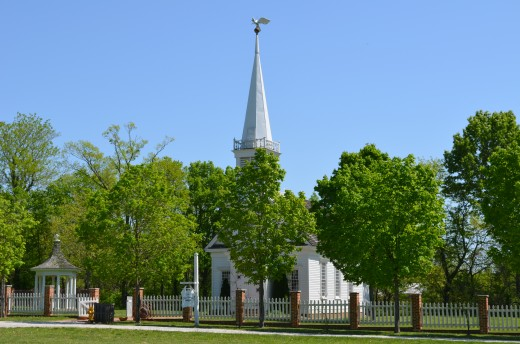 Picture of the Old Piece Chapel in Defiance Missouri.